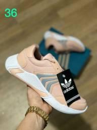 Lindo Tênis da marca Adidas novo na caixa tamanho 36