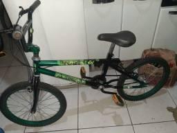 Tou vendendo essa bicicleta de criança aro 20 toda Boa  viu bicicleta  do Hulk