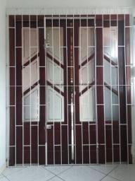 Título do anúncio: Porta janela de correr, medindo 1,67 largura por 2,10 de altura. Com vidro e grade.