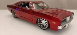 Miniatura Dodge Charger RT 1:24 Maisto