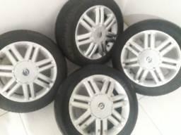 Título do anúncio: Rodas 15 GM Astra CD pneus Novos