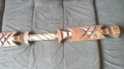 Título do anúncio: Espada de madeira maciça decorativa