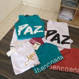 Camisetas básicas na promoção saldo de estoque