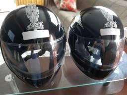 Título do anúncio: 2 capacetes novos 56 n 58. 220 reais