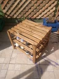 Sapateira de garagem (em madeira bruta)