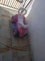 Quadriciclo infantil semi-novo