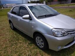Toyota Etios sedã 2015 top