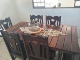 Mesa de madeira antiga