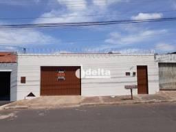 Título do anúncio: Casa com 3 dormitórios para alugar, 15 m² por R$ 1.500,00 - Santa Mônica - Uberlândia/MG