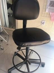 Cadeira giratória alta sem rodinhas