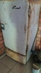 Geladeira a querosene pra restauro