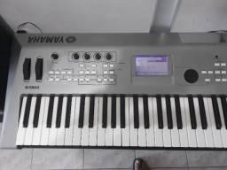 Oportunidade Excelente sintetizador/teclado Yamaha MM6 com fonte