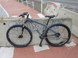 Mountain Bike Caloi Atacama Aro 29 - Freio a Disco - Câmbios Shimano - 24 Marchas - MTB