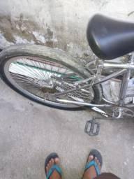 Bicicleta toda cromada tô dando rolamento para vender logo 300 reais *