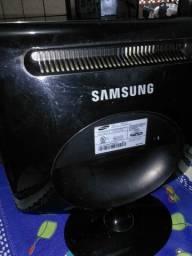 Uma tela de computador sem o cabo