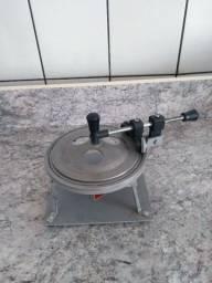 Máquina para fechar marmita (Naviraí/ MS)