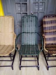Vende-se cadeiras de balanço de palinha novas de fabrica