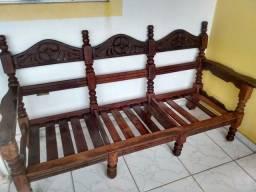 Sofá de madeira rústica