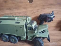 Colecionável caminhão militar de controle simula o de verdade
