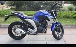 Vendo moto Yamaha fazer.