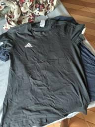Título do anúncio: Blusas Adidas novinhas todas originais .