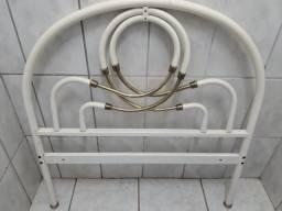 Cama tubular branca usada e em bom estado. Franca/SP