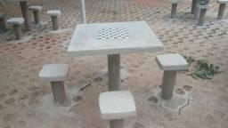 Mesas de cimento redondas e quadradas