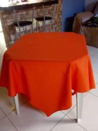 Aluga-se mesas, cadeiras e toalhas