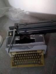 Máquina de datilografia oliveti Linea 98