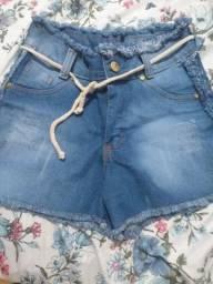 Vende-se um short jeans é um moletom.