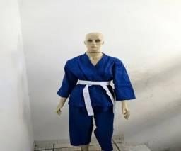 Kimono de karate completo com faixa