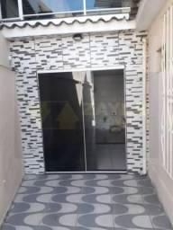 Casa a venda com 2 quartos, terraço e quintal em Vista Alegre