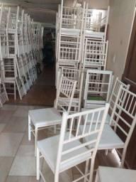 Vendo cadeiras reforçada ótima conservação *Usada em eventos* ( 70,00 CADA ) entrego