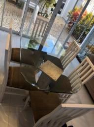 Mesa e cadeiras de sala de jantar