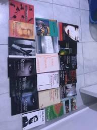 Livros usados em bom estado! R$4,00 cada*