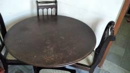 Título do anúncio: Mesa redonda com quatro cadeiras