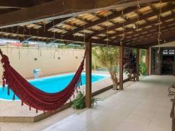 """""""Linda Casa Familiar' Casa com piscina próximo ao parque Beto Carrero"""