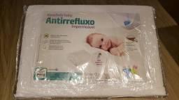 Travesseiro antirefluxo infantil