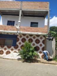 Casa em cima e embaixo com quintal