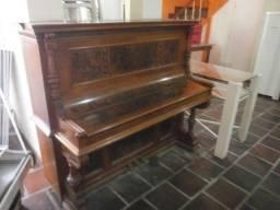 Título do anúncio: piano de madeira - está sem os teclados - não esta funcionando