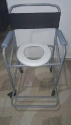 Título do anúncio: Vendo cadeira de banho semi nova, com menos de 2 meses de uso