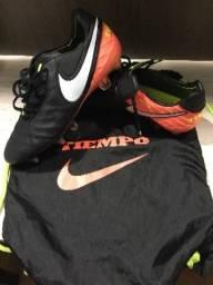 Chuteira Nike Tiempo Mista TAM 41 primeira linha