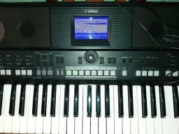 Vendo ou troco teclado psr s650 semi novo.