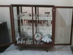 Cristaleira de madeira 1958