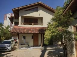 Aluguel residência mobiliada de 260 m², 5 quartos, 3 vagas de garagem Balneário Estreito