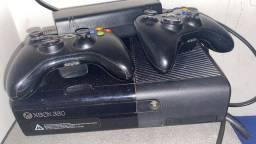 XBOX 360 Super Slim com caixa 4 jogos Brinde Kinet