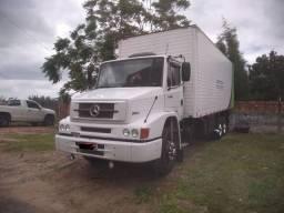 Caminhão truck 1620 baú