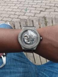 Vendo relógio 400 reais