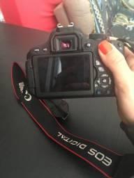 Câmera profissional Canon T5i com lente de 50mm 1:1.8