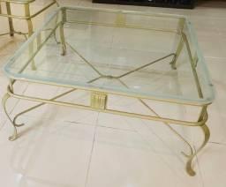Mesa de centro de ferro dourada ouro velho com tampo de vidro